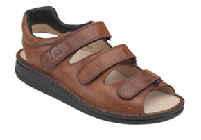 Finn Comfort Tunis in Chestnut Buttero